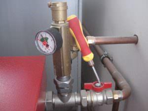 Фото 7. Вихід труб та клапан тиску